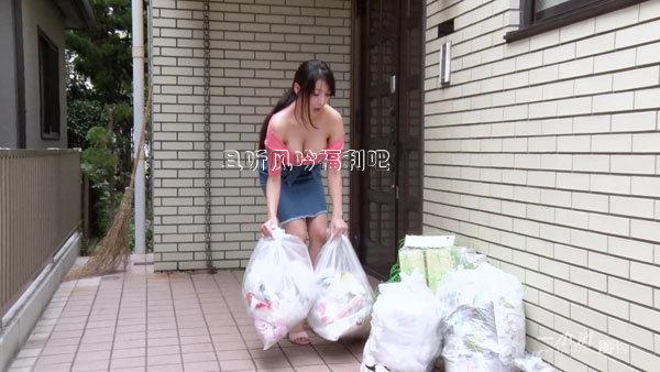 美女扔垃圾gif