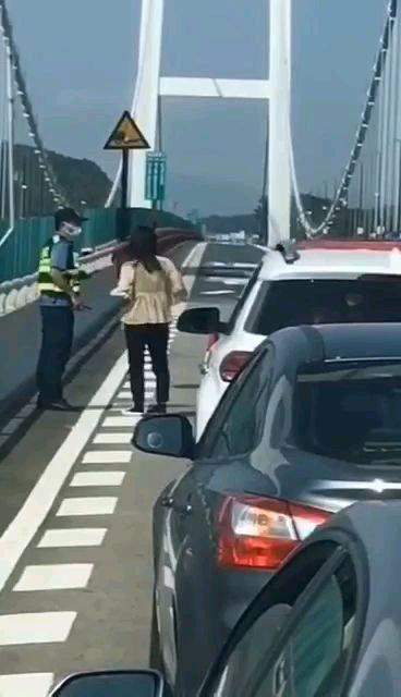虎门大桥异常抖动如波浪似科幻片