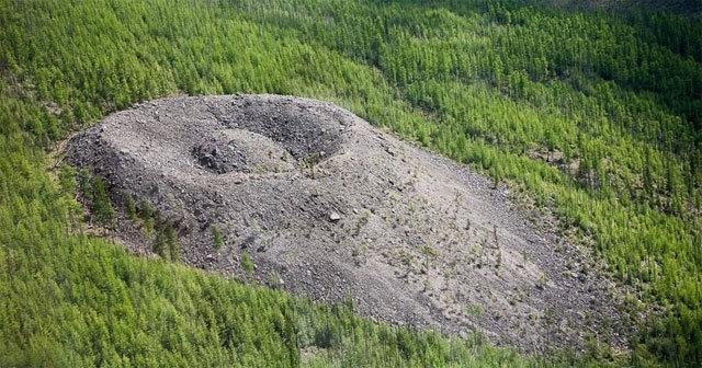 火鹰之巢:世界上最神秘的自然奇观之一