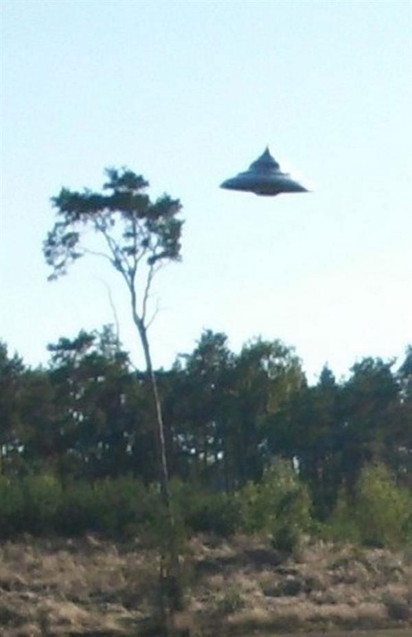 波兰男子拍到罕见UFO清晰照