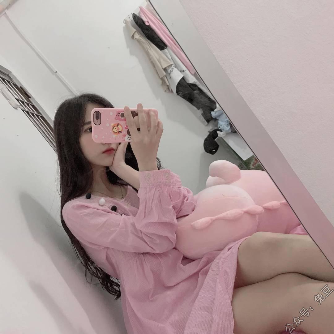 越南清新漂亮美女,很甜很迷人