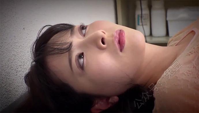 岬奈奈美是一名秘密女搜查官