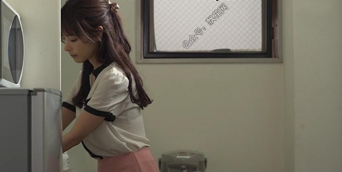 桃乃木香奈非常讨厌爱动手动脚的上司