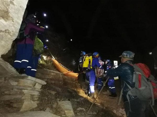 北京九级大风将女驴友被吹落悬崖