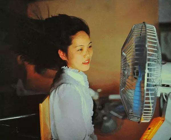 20年前没空调,我们是这样过夏天的,看哭所有人
