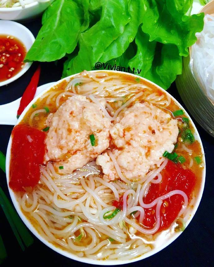 云南的特色美食,料足味美的米线!