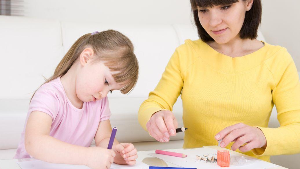 在公众场合,要是孩子大闹脾气,父母该如何安抚?试试这3个方法!