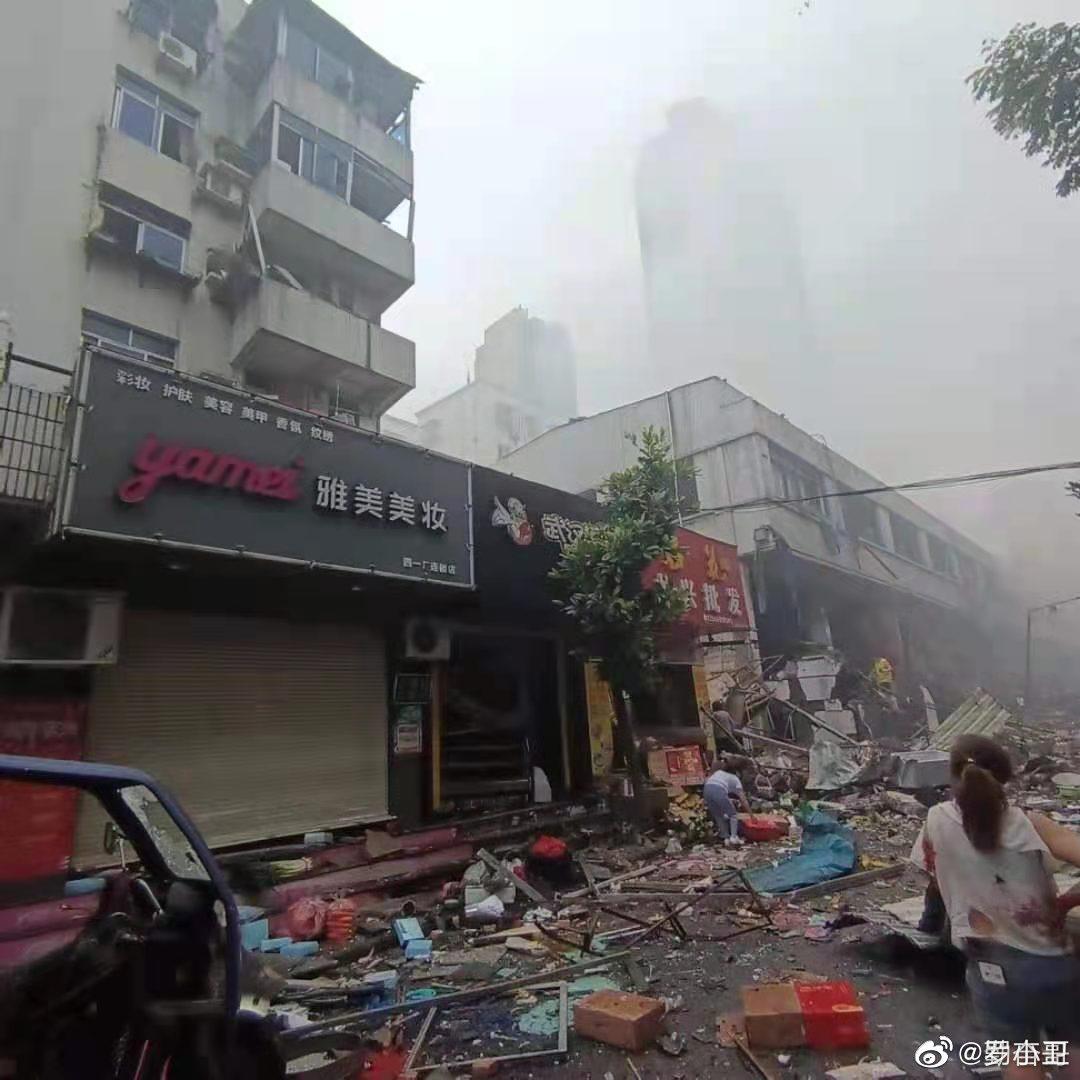 十堰市张湾区艳湖小区发生燃气爆炸