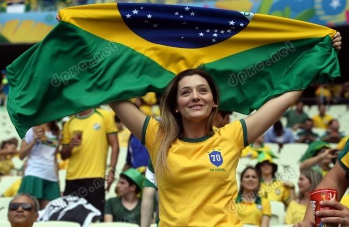 世界杯赛场上那些引人夺目的美女球迷们 图片打包下载
