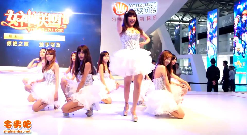 亮瞎了!Chinajoy 2014 游族网络Showgir齐跳小苹果!