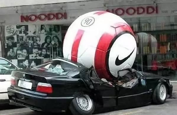 看到这些奇葩车祸,真的怀疑他们的驾照是不是捡的[8P]