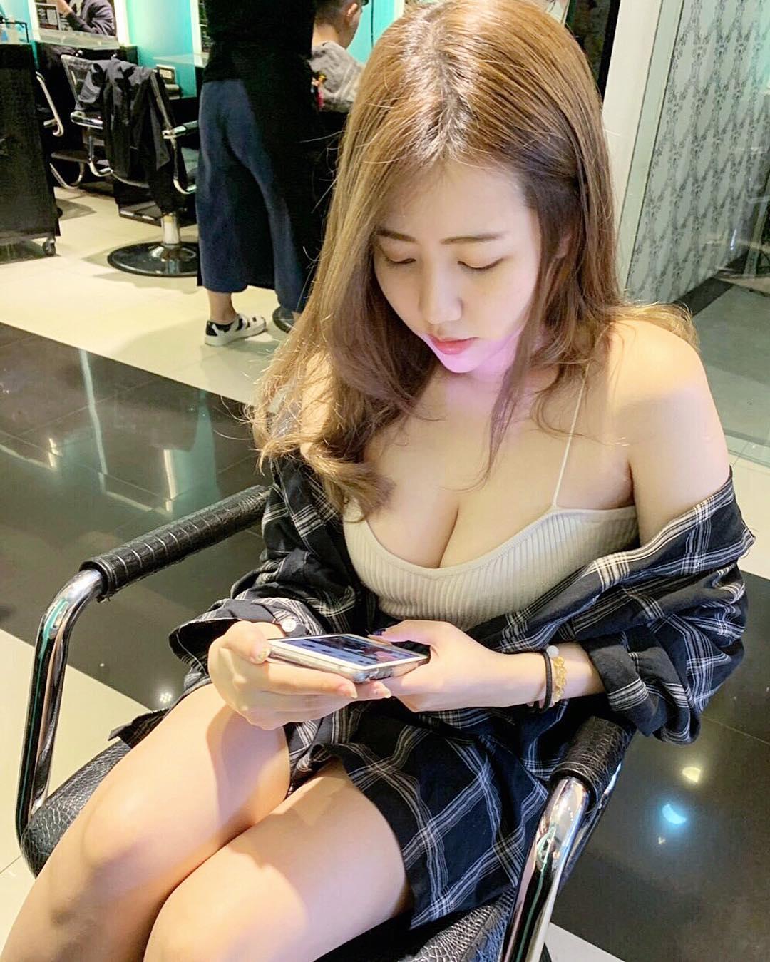 JKF甜美妹子「夏筠婷」不吝啬分享火辣曲线 发现美