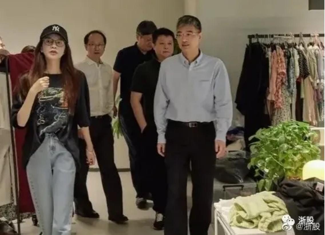 周末八卦:蒋凡、张大奕、蒋夫人,都现身了 liuliushe.net六六社 第5张
