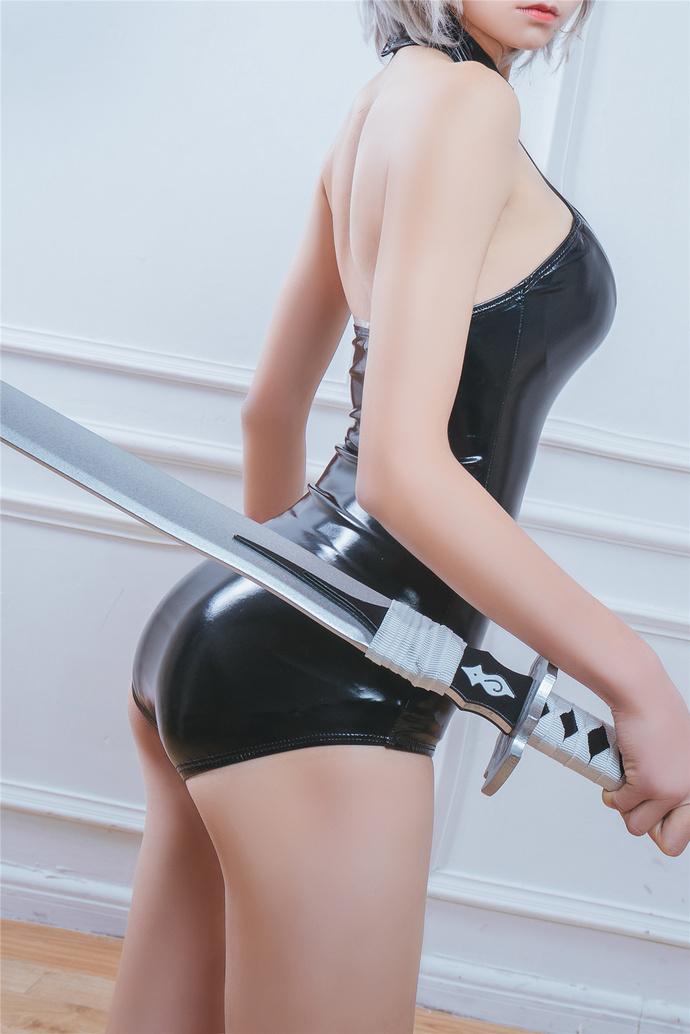 紧身衣的带刀女侍卫 少女二次元