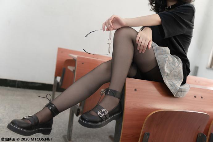酷酷的丝袜女孩 清纯丝袜