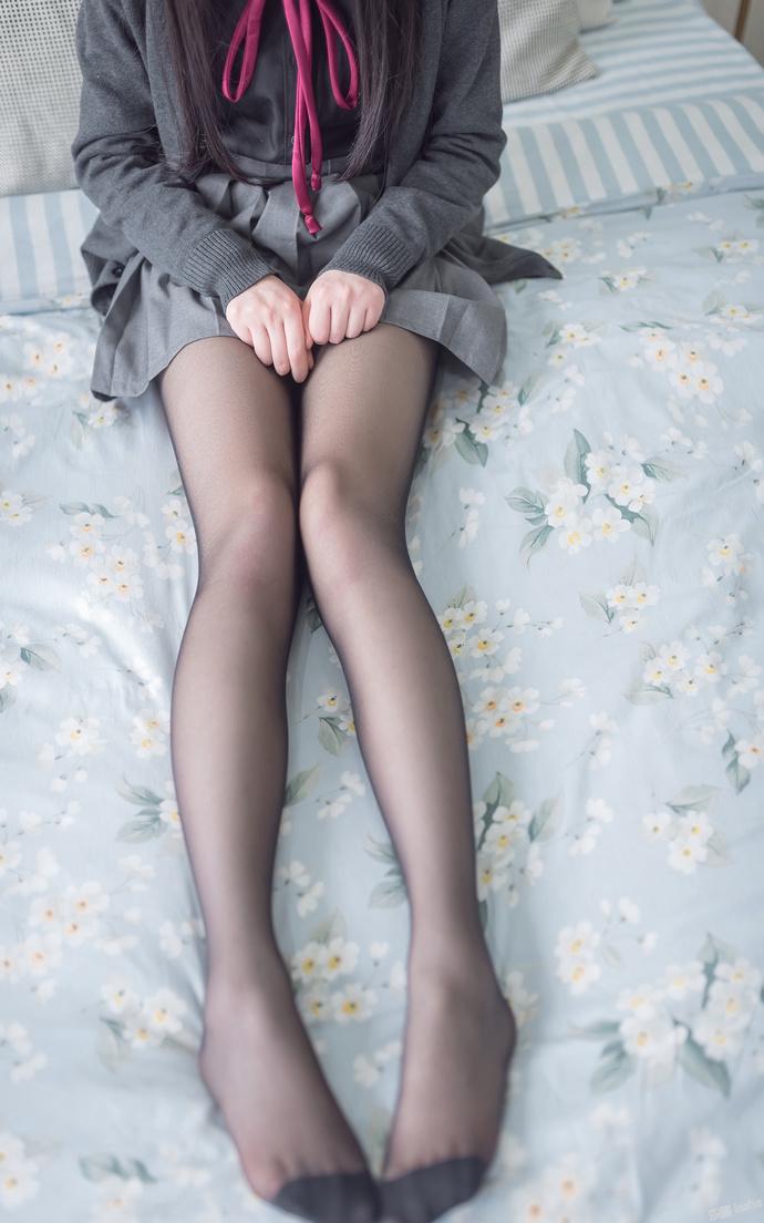 姐姐刚买的黑丝袜穿给我看 清纯丝袜