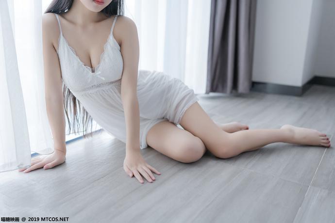 清纯果腿少女的白纱裙