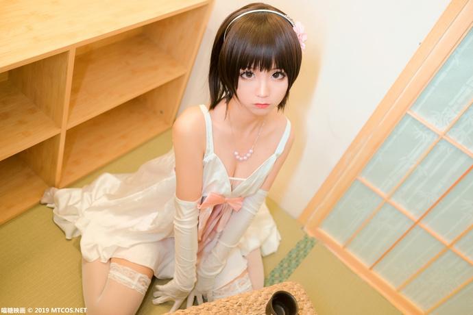 加藤惠的丝袜吊带睡衣