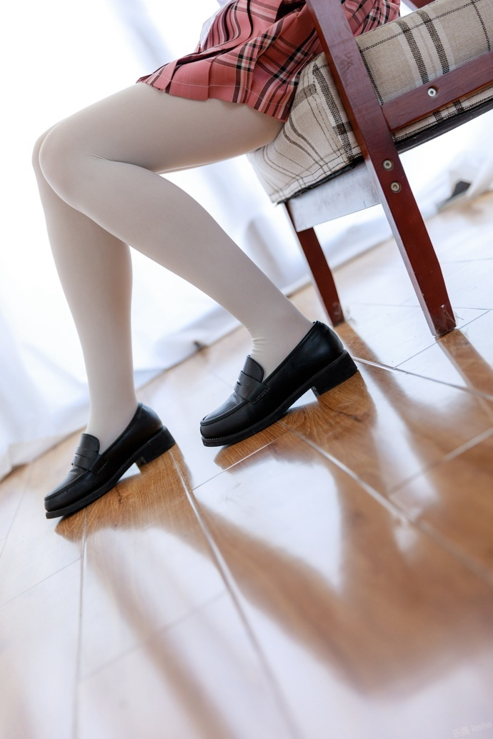白丝微胖小萝莉 清纯丝袜