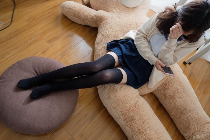 黑丝 JK 少女和她的熊