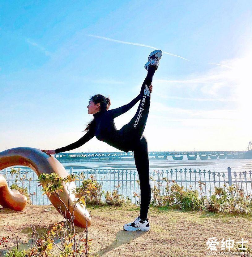 健身女神教练不惧严寒爱训练,「曲线身材+逆天柔软度」拥有超高人气!