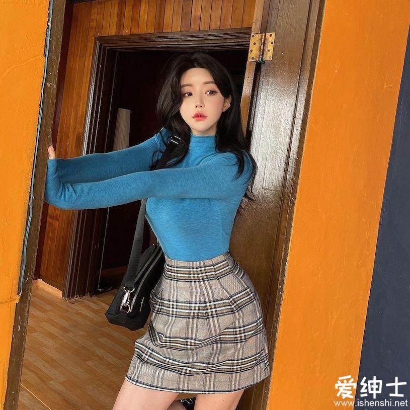 高颜值韩国美女「美乳长腿」温柔妩媚,「深V上装」神秘又让人着迷!