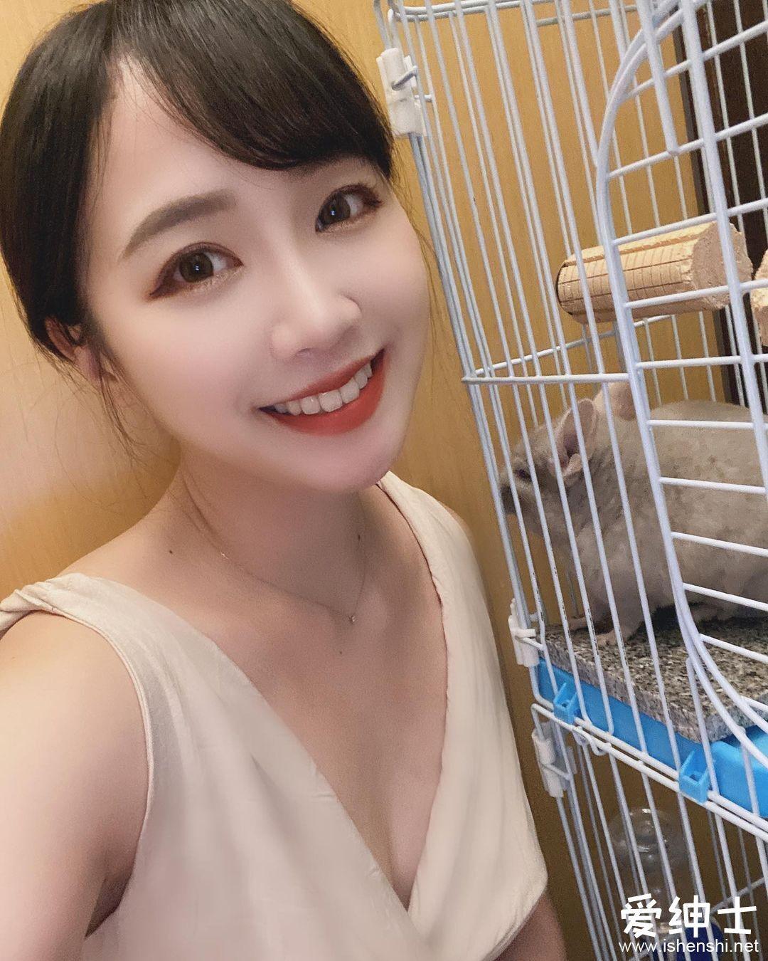 甜萌美女「Zina子韵」笑容治愈不开心,「粉嫩美乳」好Q软...
