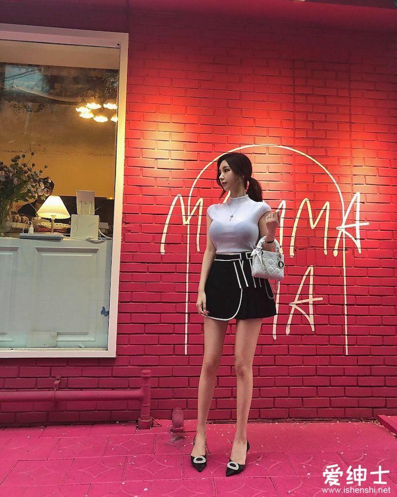酒吧邂逅韩国长腿美女「예진」,低胸晚礼服「美乳飘香+香肩微露」!