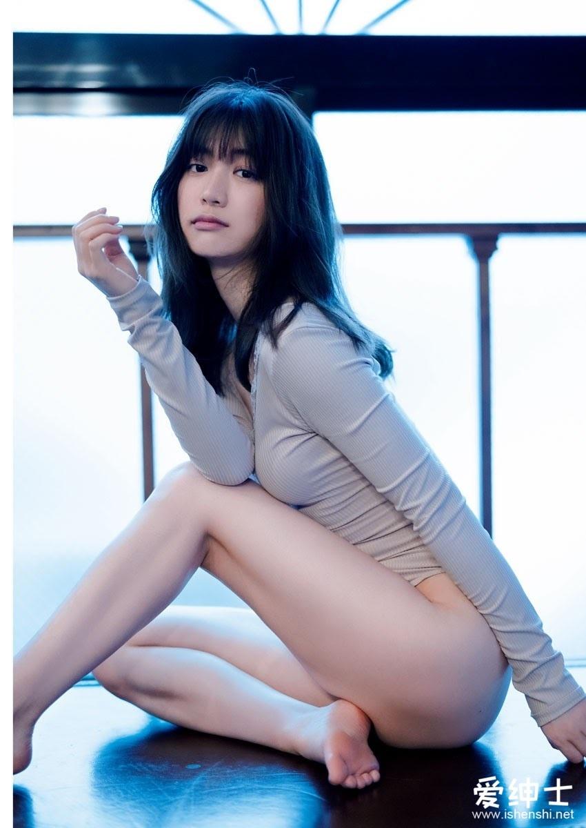 颜值即正义?日本女星「源藤アンリ」坦言「经历学历全造假」发布性感写真集获原谅