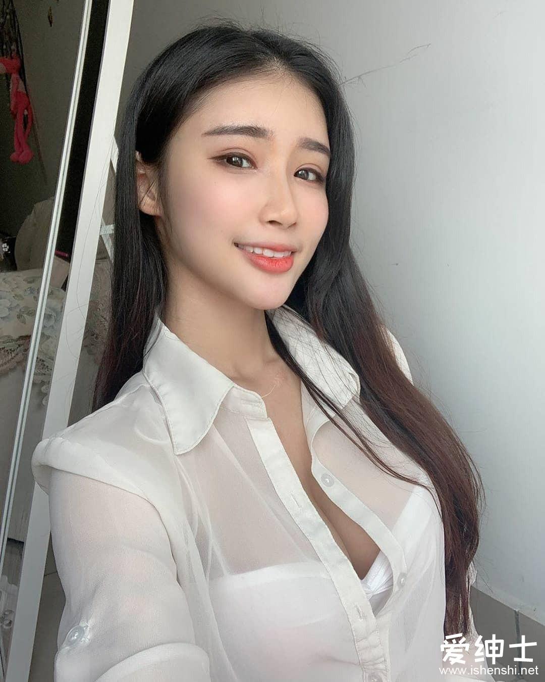 马来西亚女神级妹子「妃妃」性感曲线好妖娆,口罩下的绝美脸蛋美到窒息!