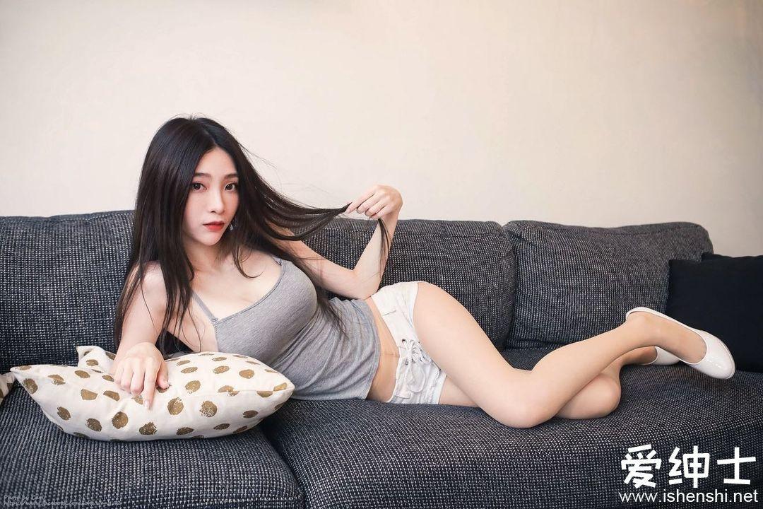 外拍模特「Lily」满分气质让人魂牵梦萦,「水灵灵眼神」让人想保护!