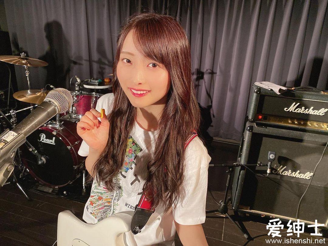美女吉他手「清原梨央」优雅气质似仙女下凡,「温柔笑容+水汪电眼」清纯唯美!