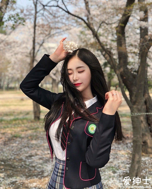韩国精灵系美女「flora」的神仙颜值令人窒息,逆天「丰乳翘臀」成为性感大杀器!