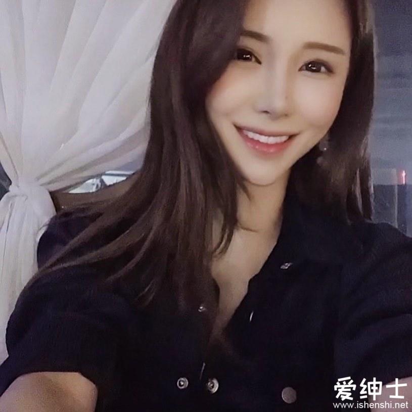 韩国长腿制服美女「柳智恩」深沟事业线引关注,多变穿搭展现「成熟火辣身形」!