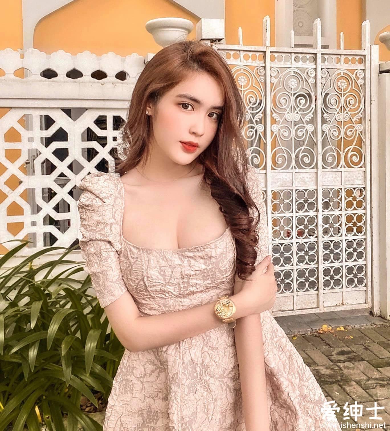 越南美少女「DOANGHI」18岁初长成已火辣性感,分享「丰乳翘臀」好身材