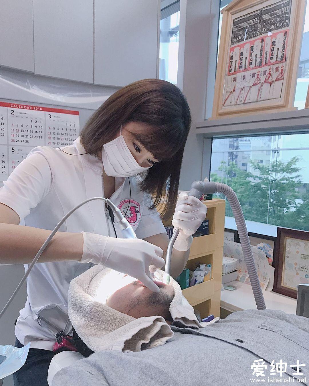 日本最美女牙医「西原爱夏」笑容治愈牙疼,「F罩杯巨乳」比基尼泳装参与写真拍摄!