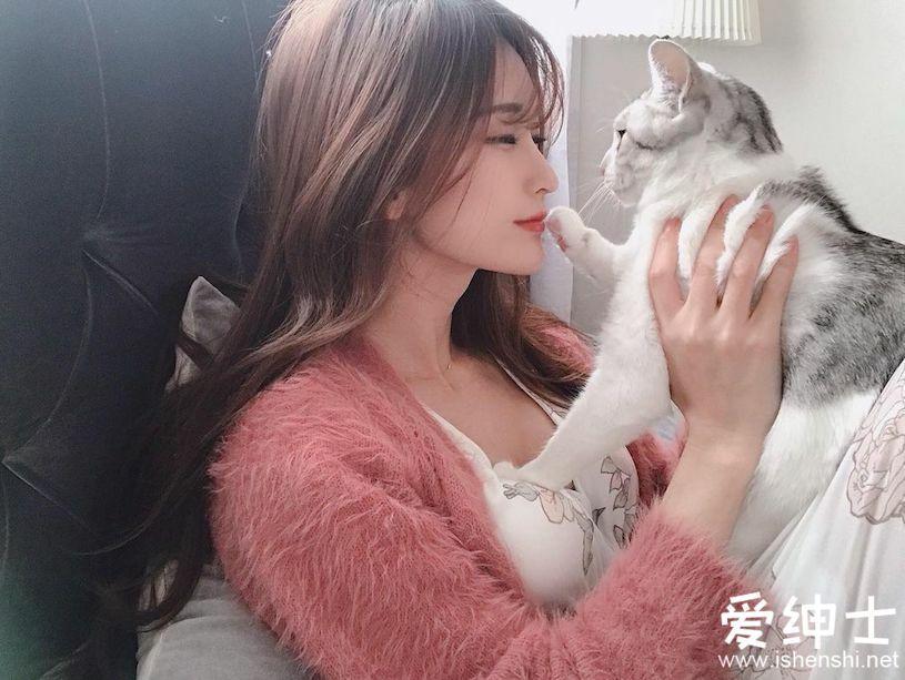 Cosplay写真美女怀抱猫咪凸显「火辣美乳」,大量美照藏在美女写真作品集中!