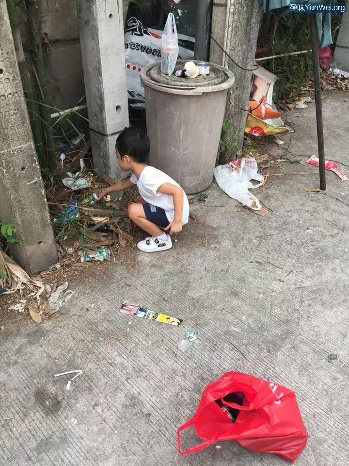 5岁就不想上学,妈妈带他捡了一天垃圾…