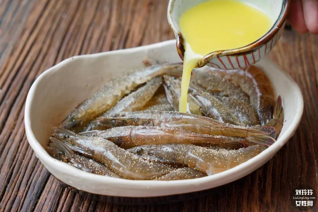 避风塘香酥虾的做法 香到让你连虾壳都吃完!3