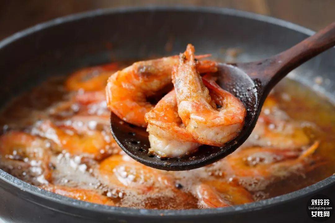避风塘香酥虾的做法 香到让你连虾壳都吃完!8