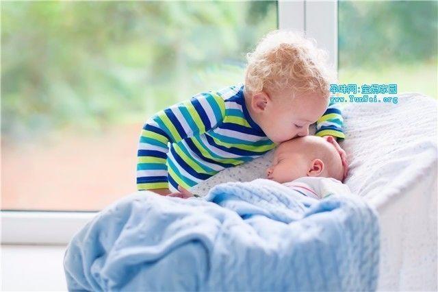 哺乳期的宝宝饮食要注意以下几点