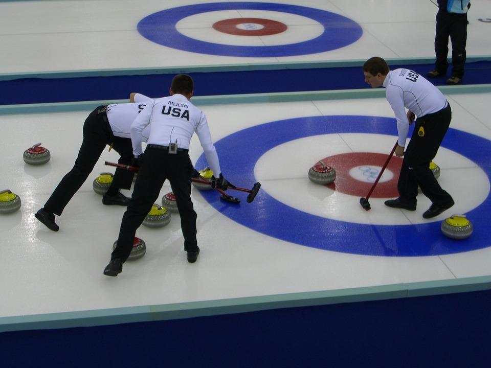 [扫盲]冰壶的规则是什么?呜嗷喊叫的冰壶队员在干什么?的图片-高老四博客 第2张