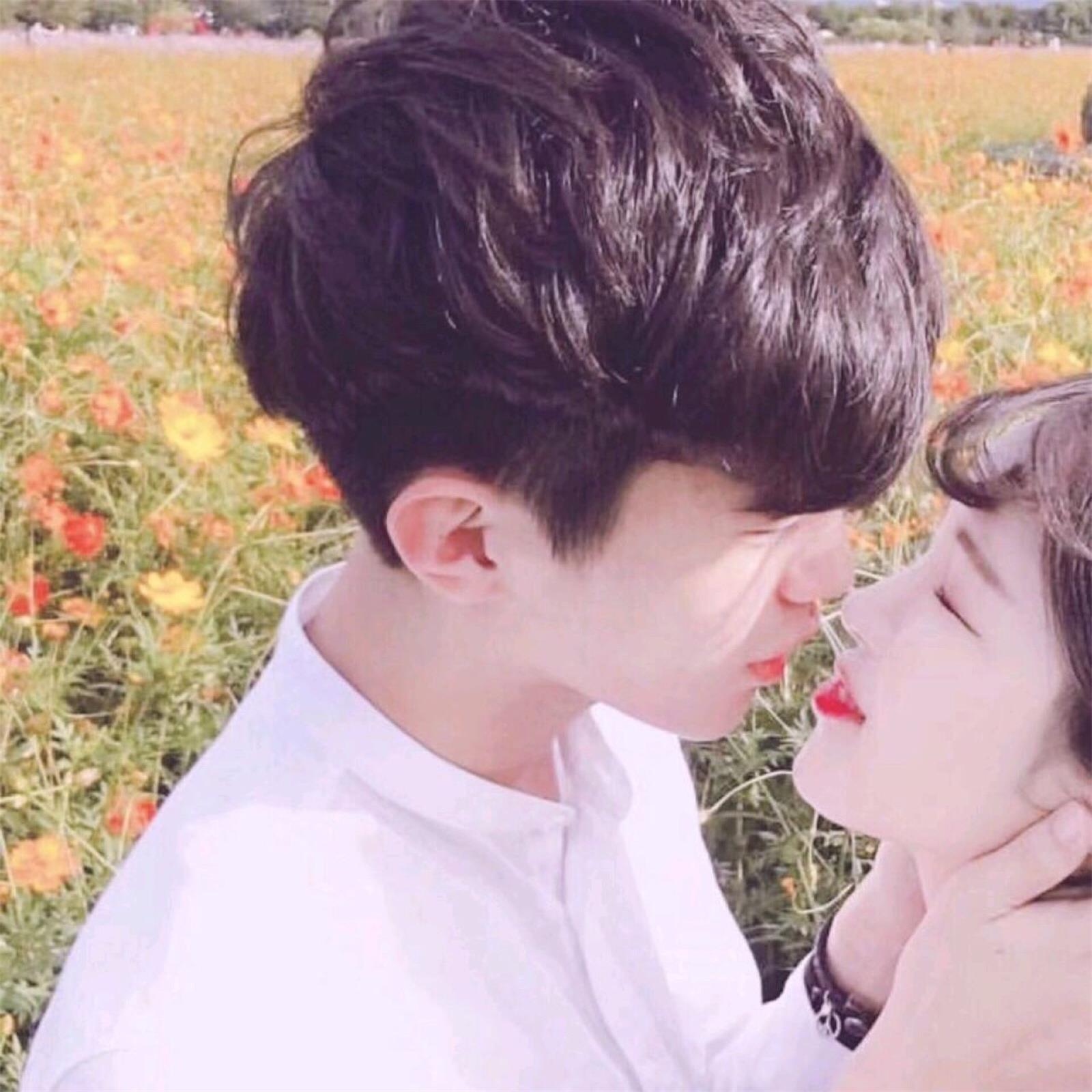 情侣接吻高清情侣头像 第21张