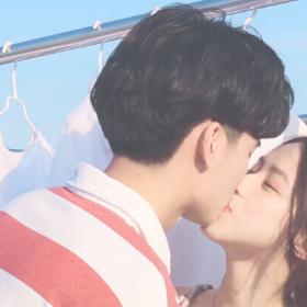 情侣接吻高清情侣头像
