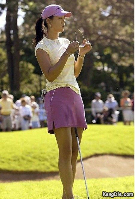 女人都应该去学高尔夫,因为可以缓解寂寞