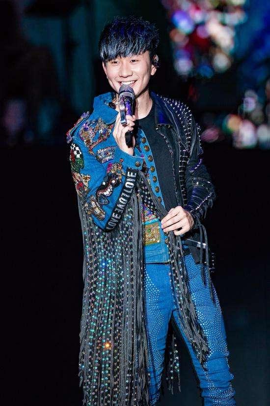 林俊杰演唱会在高温酷暑完成 中途呼吸困难仍演唱