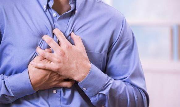 胸口闷疼是怎么回事?要怎么治疗?