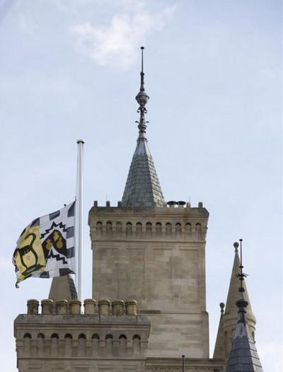 剑桥大学降半旗 热搜事件 图2