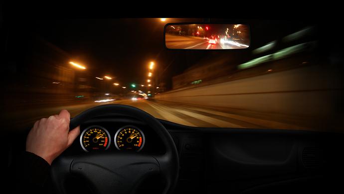 奔驰车高速失控 百度热搜 图1