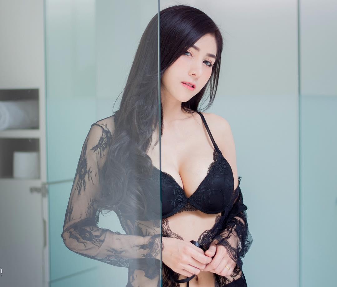 泰国极品大波妹cawaiikanom 酥胸美腿让人大饱眼福